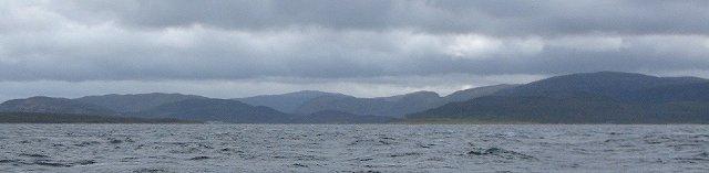 De Trondheimsleia op een zwaar bewolkte dag en een harde wind