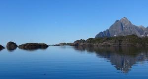 Een prachtige morgen bij vertrek uit Nyvagar, maar wel windstil