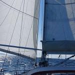 Vlot zeilend met prachtig weer in de Hjeltefjord